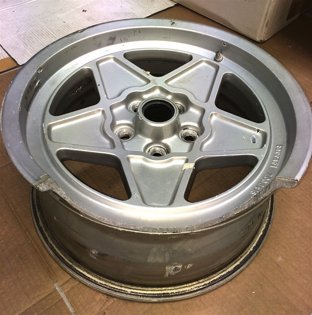 Riparazione cerchio Ferrari 208